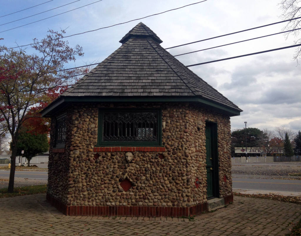 Cobblestone Smokehouse Across from Seabreeze in Irondequoit, NY