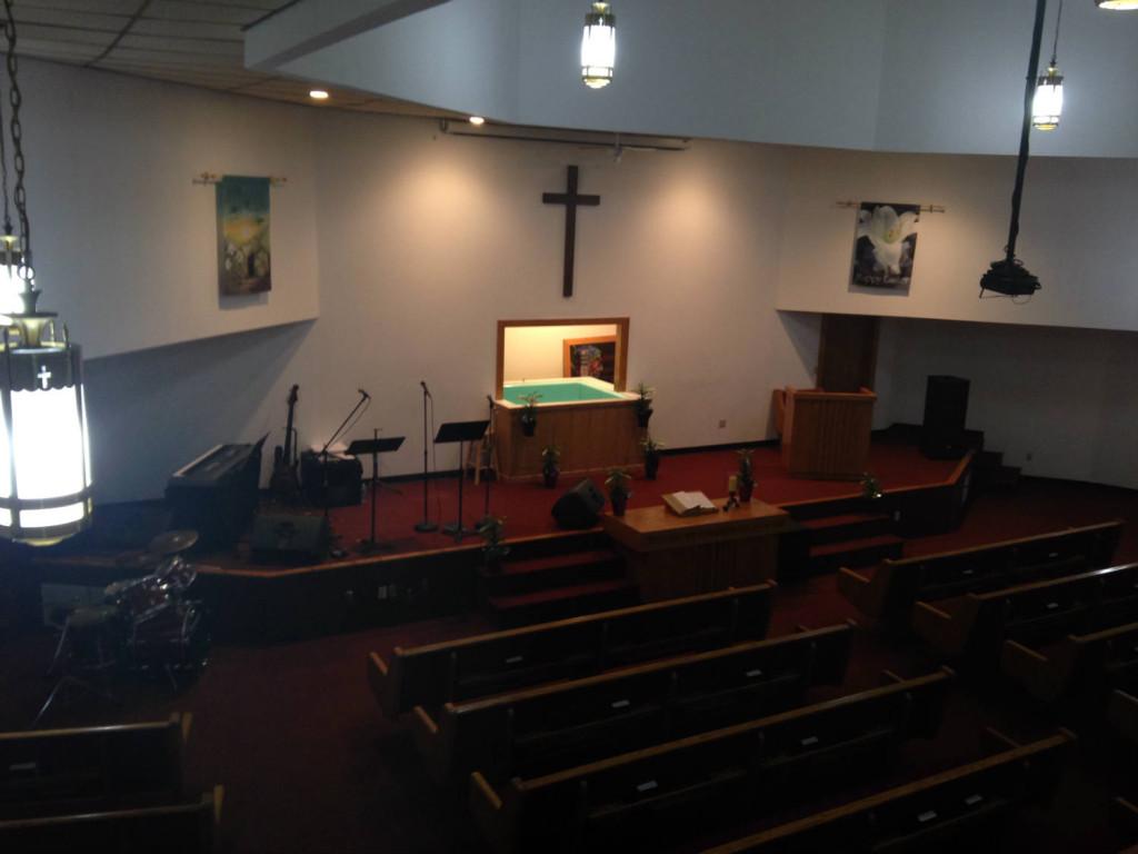 """Sanctuary inside the """"Golf Ball Church"""" - Calvary Baptist Church in LeRoy, New York"""