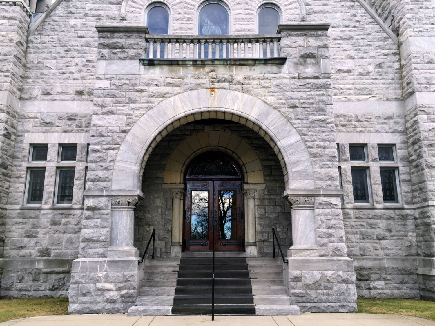 Entranceway off East Ave to Third Presbyterian Church in Rochester, NY