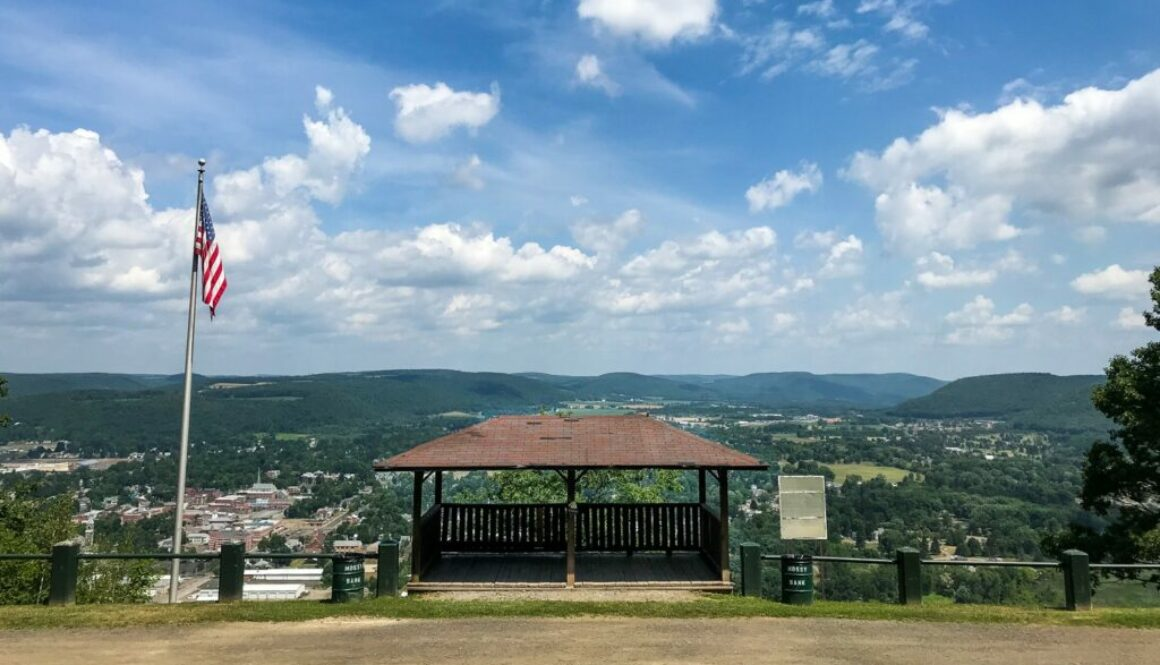 How To Save Money On A Vacation In Upstate New York - Featured Image